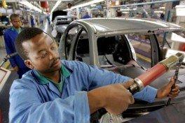 immigrati in fabbrica