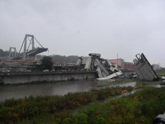 ponte collassato a genova
