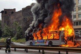 autobus brucia 2