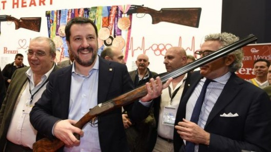 salvini gioca col fucile