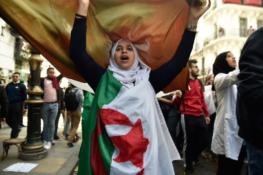 gioventù algerina in piazza