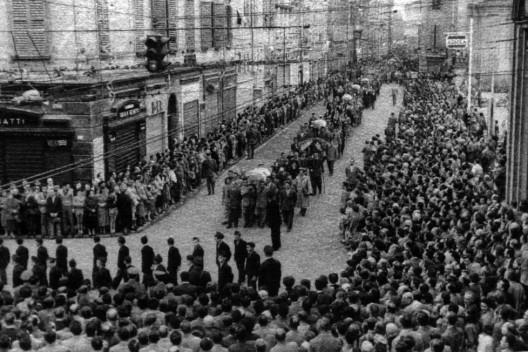 i funerali delle vittime dell'eccidio